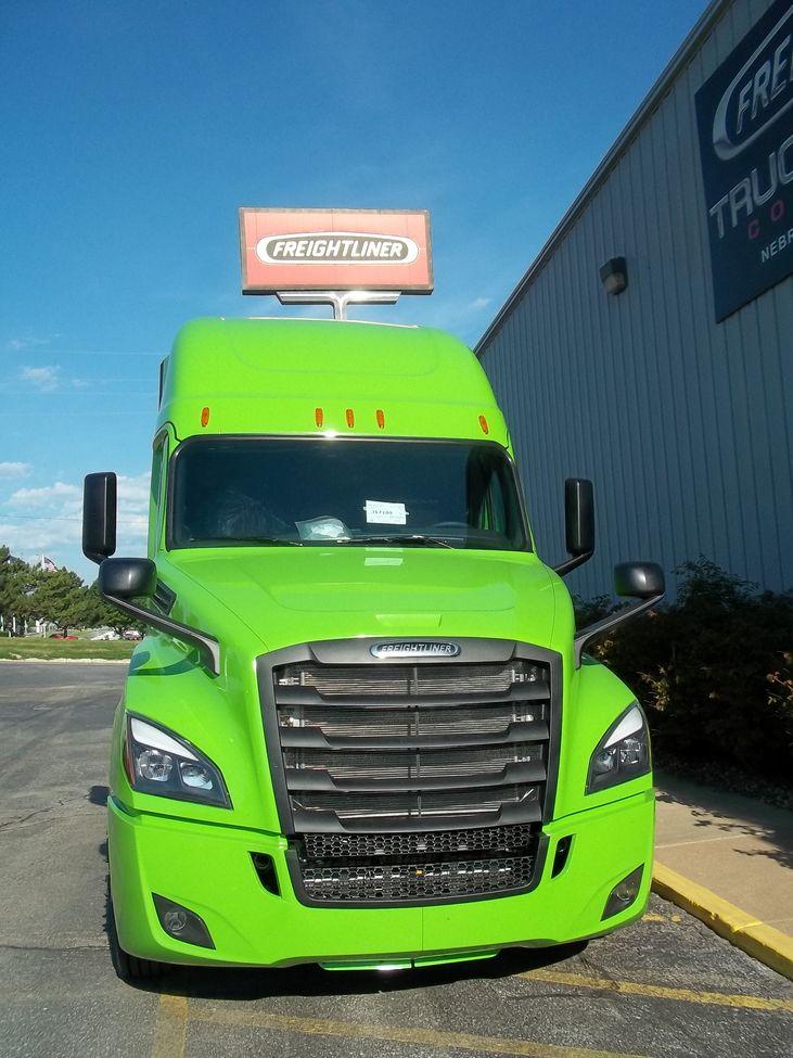 2018 Freightliner Cascadia CA126 StockNum: JS7109 : Nebraska,Kansas,Iowa