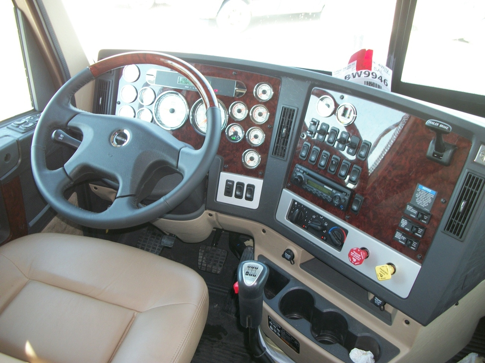 2013 freightliner coronado cc122 stocknum bw9950 - 2013 freightliner cascadia interior ...